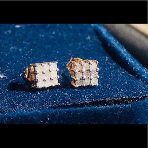 NWOT .30 CTW DIAMOND STUD EARRINGS